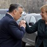 Nyílt levélben vádolják Merkelt azzal, hogy Orbán bűnsegédje lett
