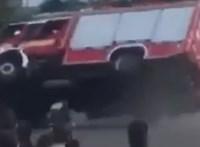 Pintér szerint akkora siker a magyar gyártású tűzoltóautó, hogy ezért ma már a mentőket is ugyanott építik fel