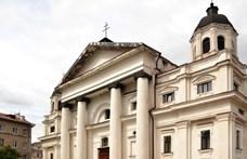 Százmilliók külföldi magyar papoknak és egy belorusz templomra