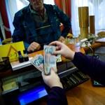 Az állam odaengedi a húsosfazékhoz a baráti bankokat