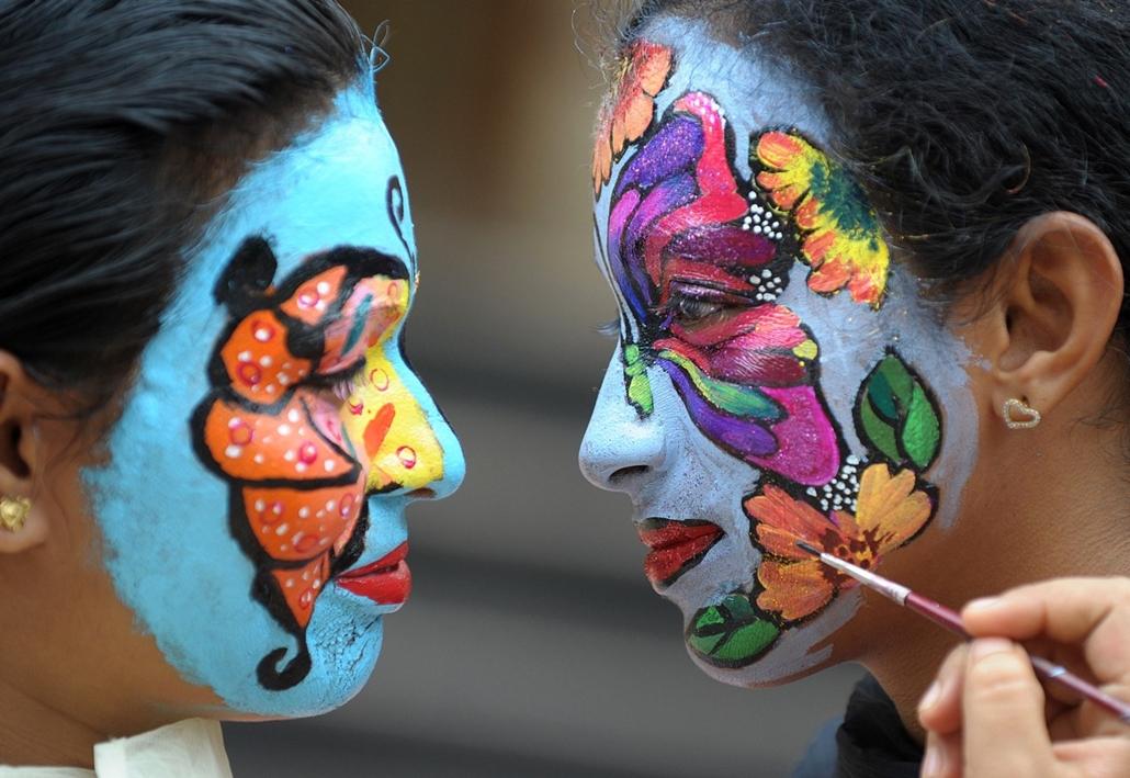 afp.14.08.11. - Hyderabad, India: arcfestés a Vijay Marie Főiskolán ''természet megőrzése'' témában - 7képei