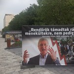 Plakátokon riogat a menekültekkel és az ellenzékkel a CÖF