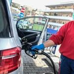 A benzinkutakon is jól jön a védettségi igazolvány