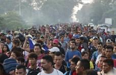 Kisvárosnyi ember vonul keresztül Mexikón, hogy belépjen az USA-ba