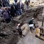 Mégsem II. Ramszesz szobrát húzták ki a sárból Kairóban