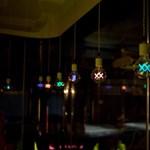 Színes, dupla izzószálas villanyégők