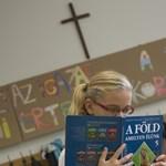 Hátráló állami oktatás: egyre többés több egyházi iskola van
