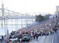 Ismerős Arcok-koncertet tartanak a Bem térre tartó fáklyás felvonulás után