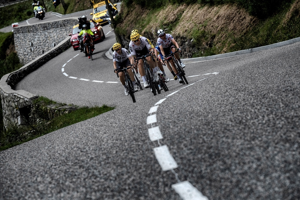 afp.17.07.13. - A spanyol Mikel Nieve, a lengyel Michal Kwiatkowski és a francia Warren Barguil hajtanak a pettyes trikóért a tizenkettedik szakaszon július 13-án. - Tour de France 2017