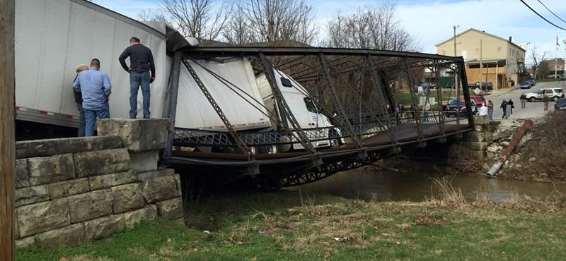 135 éves hidat rombolt le a kamion egy pillanat alatt