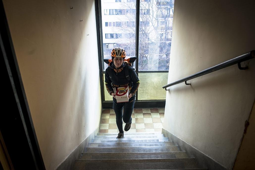 mti.16.03.07. - nemzetközi nőnap - Szalóky Alíz kerékpáros futár