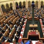 Hiába kérdezik a kormányt az ellenzékiek a koronavírusról, egyenválaszt kapnak