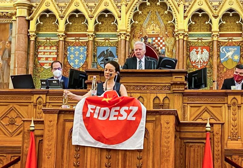 Elfogadták a 2022-es költségvetést, a homofóbtörvényt, a Fudan-beruházást és a bérlakástörvényt