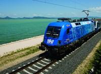 Vonat ütközött autóval Kismarosnál, hárman haltak meg