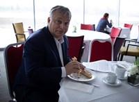Orbán Japánban: Magyarország furcsa ország, furcsa emberek vannak ott