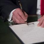 Az összes amerikai cégnek megtiltaná Trump, hogy Huaweit használjon