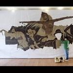 Saimir Strati nem kávét, hanem művészi alkotást készít a kávészemekből