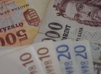 Egy pillanatra 330 forintnál kevesebbe került egy euró