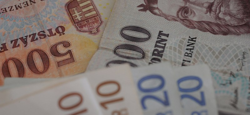 Újabb sok éves mélypont, itt a 323 forintos euró