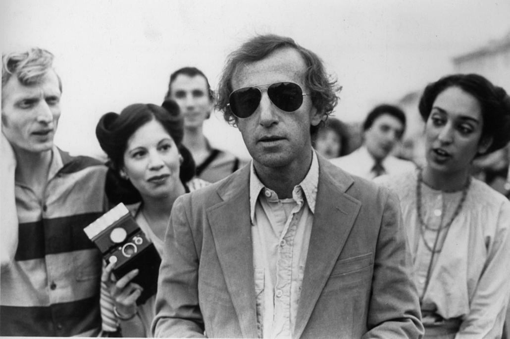 afp.1980. - Woody Allen a Csillagporos emlékek (1980) című film forgatásán - nagyítás