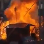 Fáklyaként lángolt, majd felrobbant egy bódé a dunakeszi karácsonyi vásárban – videó