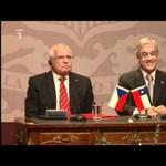 Videó: így tette zsebre a töltőtollat a cseh államfő