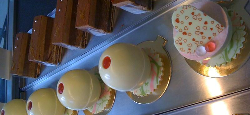 Az utcán olcsóbb a sütemény, mint a cukrászdában