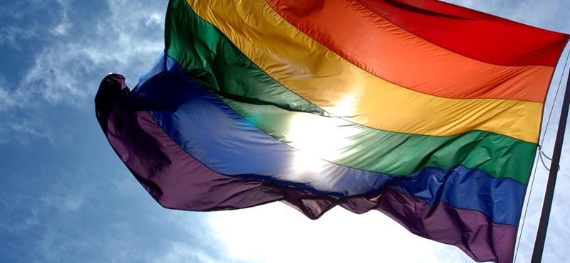 Kiálltak az LGBT-aktivista mellett, letartóztatták őket