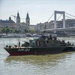 Ezzel a hajóval keresik a 100 kilós bombát a Dunában – fotók