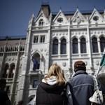 Kossuth tér 1-3. - Időutazással kezdi a munkát a parlament