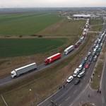 Húsz kilométeres a kocsisor az osztrák-magyar határnál