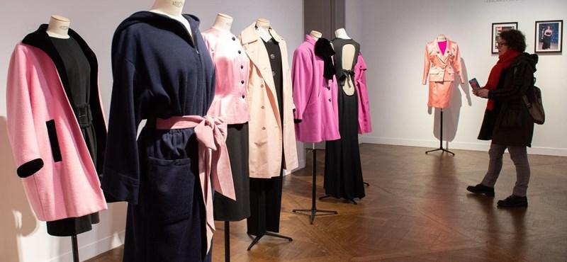 Fotók: Elárverezik Catherine Deneuve legendás Yves Saint-Laurent ruháit
