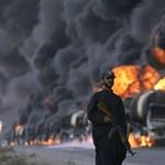 Kilenc NATO-kamiont gyújtottak fel a tálibok, 10 őr meghalt