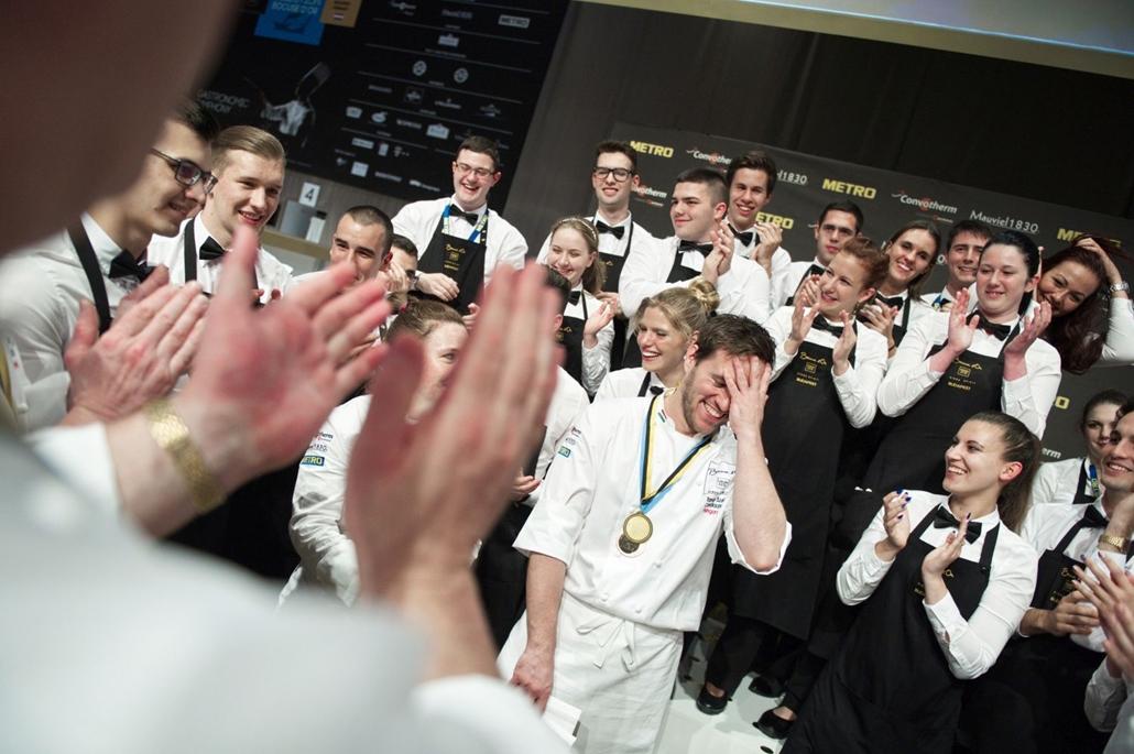 hvgbestof2016 - fm - A Bocuse d'Or szakácsverseny európai döntőjében Széll Tamás magyar séf.  hvgbestof2016, nagyítás