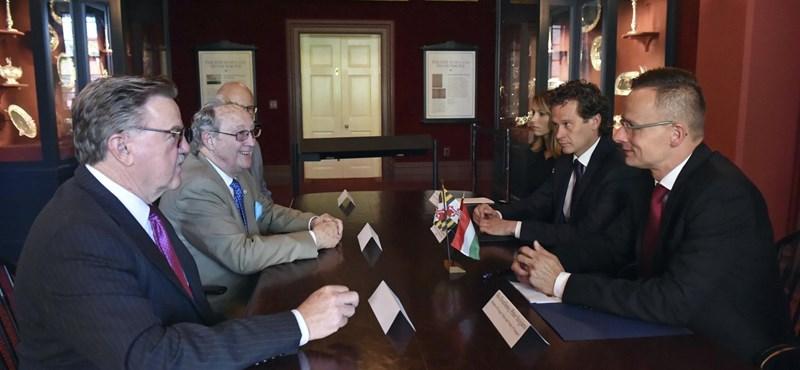 Szijjártó most már lobogtathatja a CEU-nak a marylandi egyetemmel kötött megállapodást