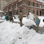 Kijevben most van Mikulás-nap és újévi fenyőfát állítottak