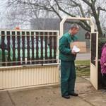 Cáfolja a kormány, hogy nem lehet postázni a nyugdíjat