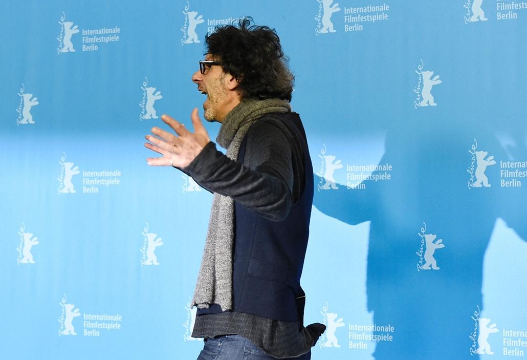 afp. 66. Berlini Nemzetközi Filmfesztiválon, Berlinale 2016 - US director Joel Coen poses during the photo call for the film Hail, Caesar! screened as opening film of the 66th Berlinale Film Festival in Berlin on February 11, 2016.