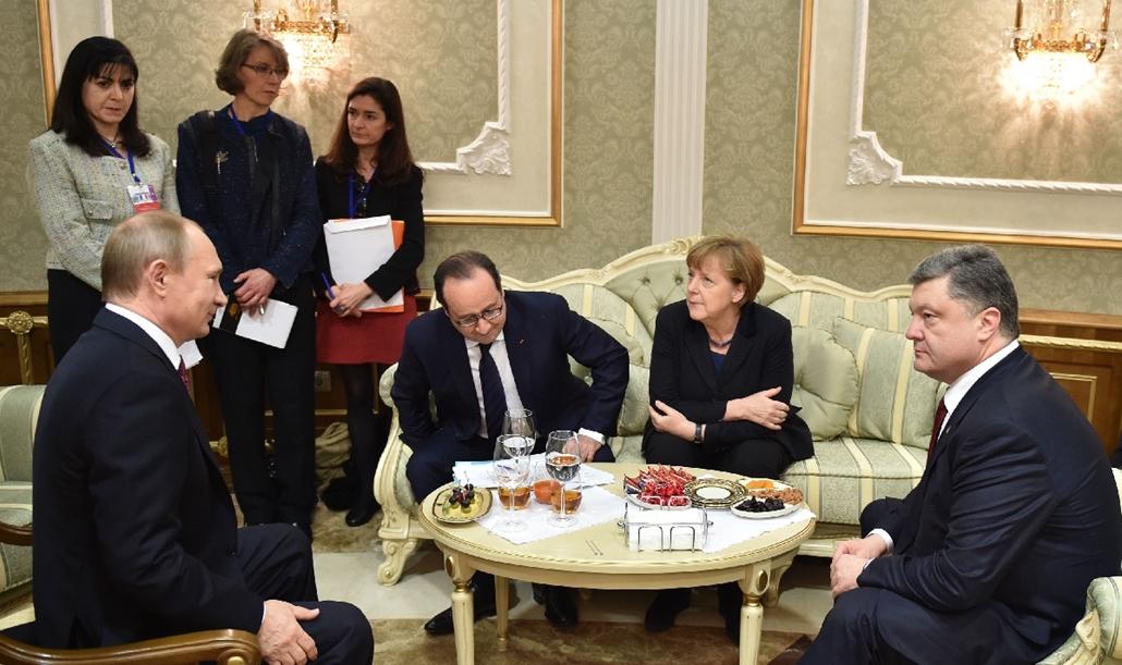 afp.15.02.11. - Minszk, Fehéroroszország: Vlagyimir Putyin, Angela Merkel, Francois Hollande és Petro Porosenkó a minszki csúcstalálkozón. - 7képei