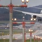 Videó: pokoli perceket szerzett az orkán a pilótáknak a zürichi reptéren