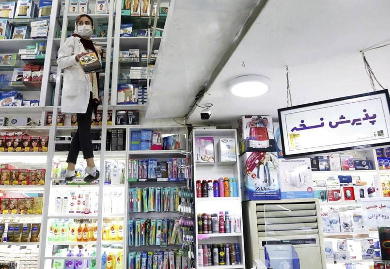 Iránban új arcát mutatja a koronavírus: magas a halálozási arány és fiatal áldozatok is vannak