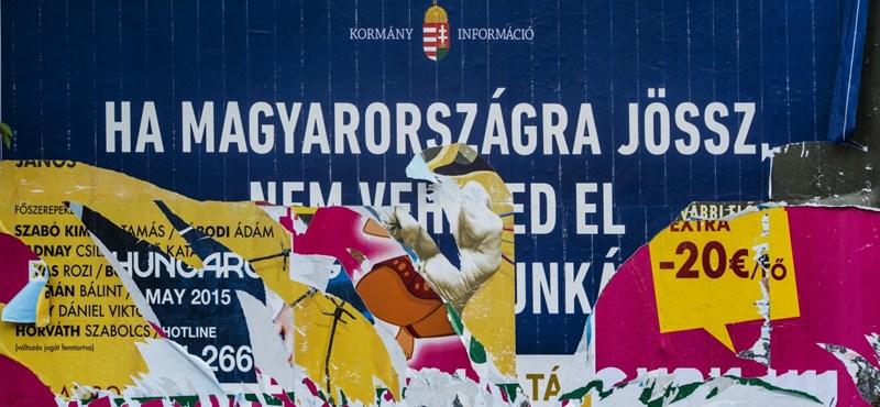 Megszűnt az eljárás a plakátletépő aktivisták ellen