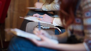 Már az Országgyűlés előtt a szakképzési törvény tervezete, tovább tárgyalnak a kötelező nyelvvizsgáról: a hét hírei röviden