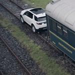 Videó: ha nincs mozdony, egy terepjáró is helyettesítheti