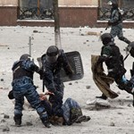Keményen odacsapnak Janukovicsék: hatszorosára növelik a berkutosok számát