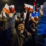 Botrányos szavazás, kitiltott sajtó - ezért tüntettek a lengyelek pénteken