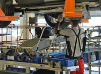 Jobbik: Lélegeztetőgépeket a magyar autógyárakból