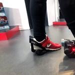 Újabb jó hír lustáknak - elektromos cipő