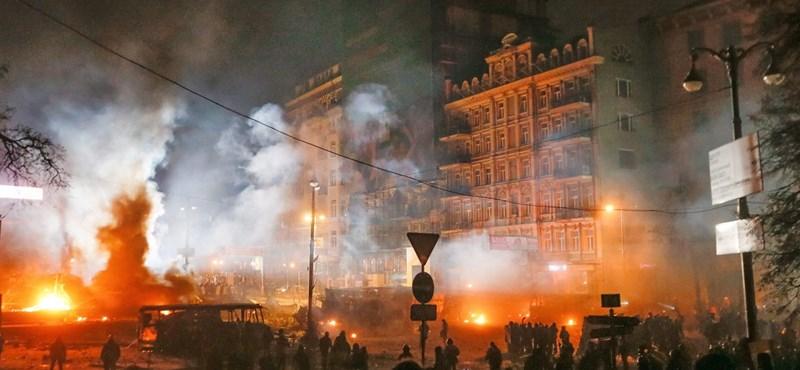 Klicsko: Janukovics botos suhancokat küldött a tüntetőkre