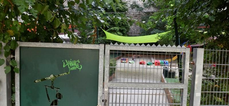 Kétszeres áron vesz vissza a belváros egy játszóteret, amit még Rogánék adtak el